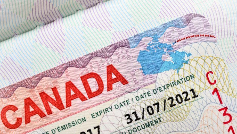 Canada nới lỏng một số quy định về vấn đề xin visa đối với người thân của du học sinh Việt